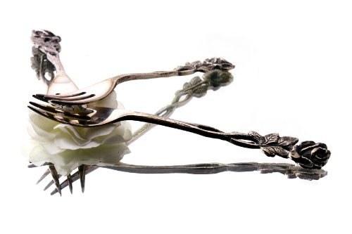 почему чернеет столовое серебро